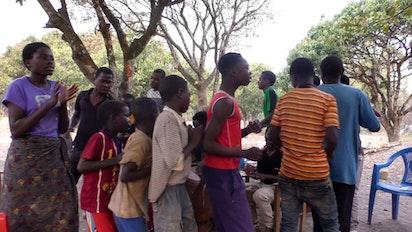 Des célébrations joyeuses commencent à Katuyola, en Zambie