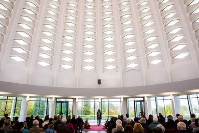 Les commémorations dans la Maison d'adoration incluent une chorale