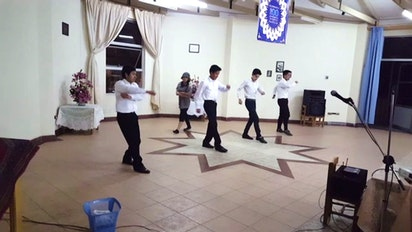 Jeunes de Cochabamba, Bolivie, présentent une danse
