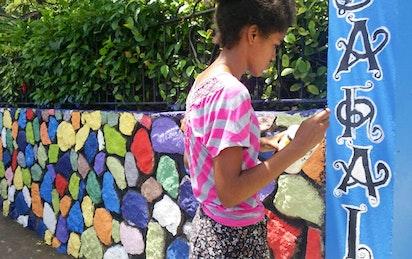 Une communauté se rassemble autour d'une murale peinte pour le bicentenaire