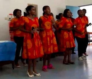 Chorale de jeunes chante à Dar es Salam, Tanzanie